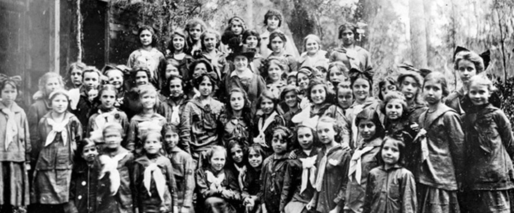 Girl Scouts Founder Juliette Gordon Low with Girl Scouts in 1913